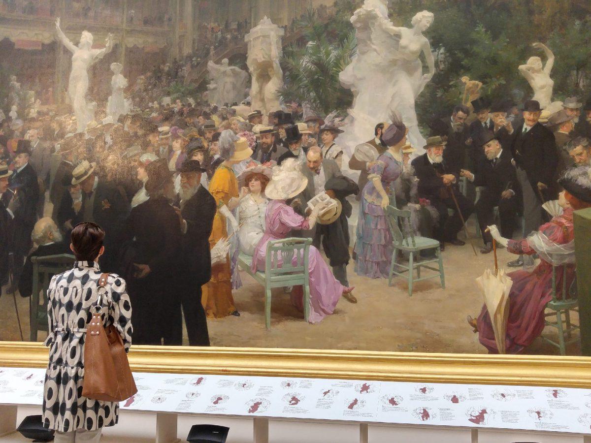 Betrachterin eines Gemäldes im Museum der Schönen Künste von Rouen