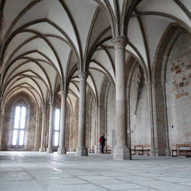 Kirchen und Abteien