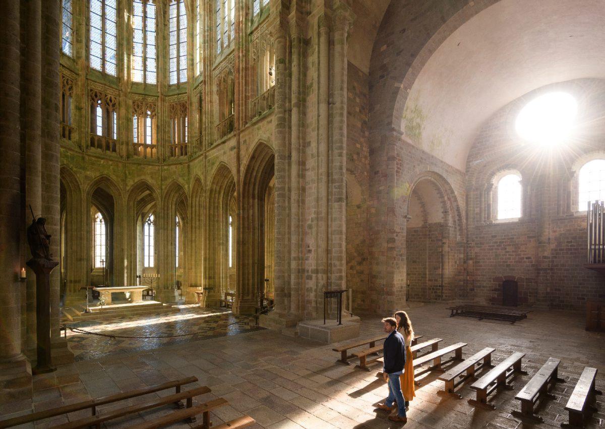 Paar in der Abtei des Mont Saint-Michel