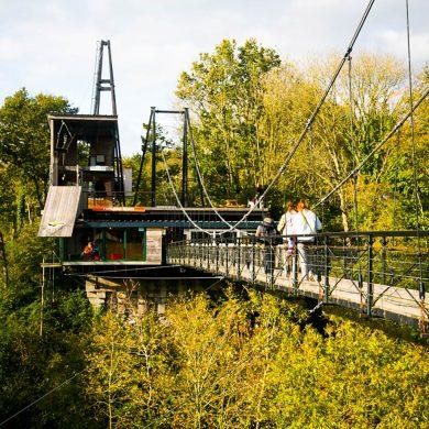 Im freien Fall am Viadukt des Flusses Souleuvre