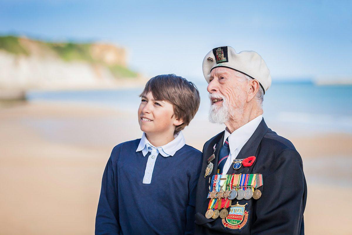 Treffen mit einem Veteranen in Arromanches-les-Bains
