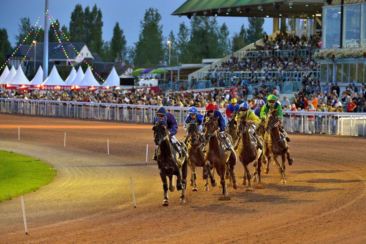 Pferderennen im Sommer in Cabourg