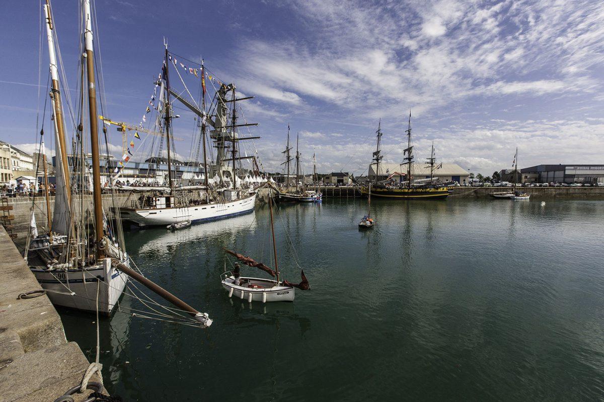 Segelschiffe im Hafen von Granville