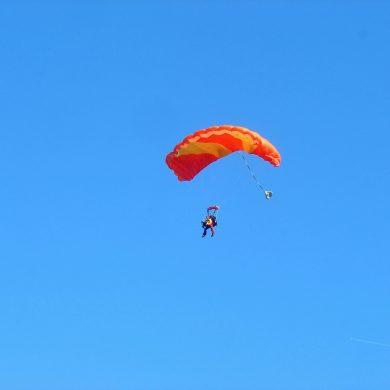 Adrenalin-Kick: Die besten Orte zum Fallschirmspringen