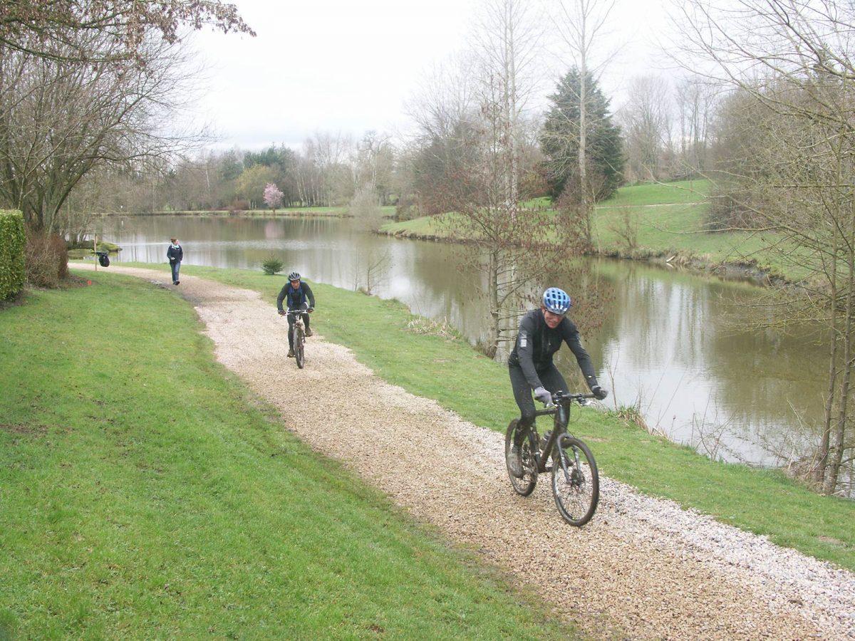 Mountainbiken am See von Bény