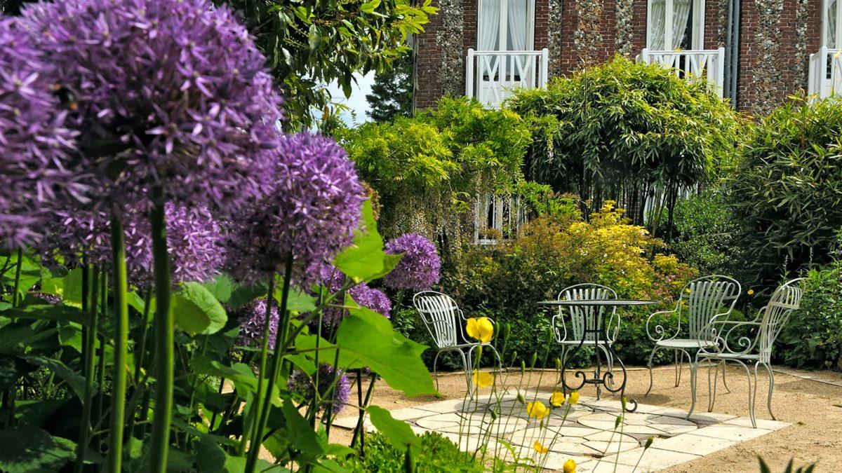 Le jardin d'agapanthe à Grigneuseville