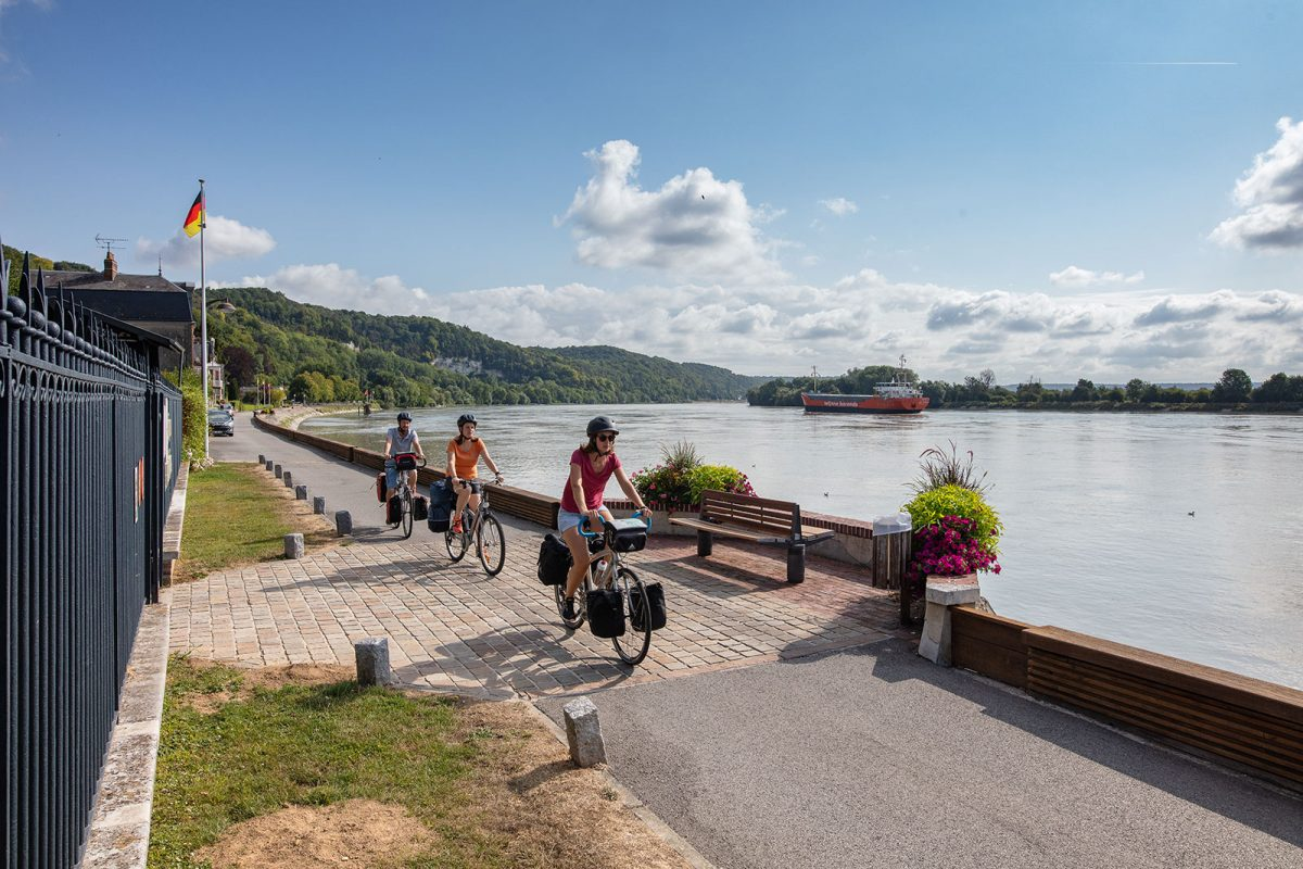 Weite Panoramen der Seine auf dem Fernradweg Seine à vélo