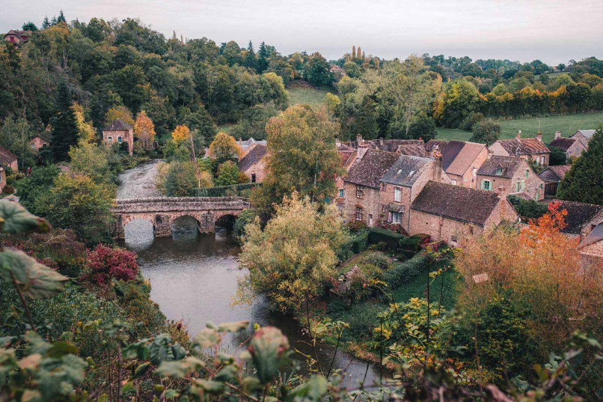 Saint-Céneri-le-Gérei, eines der schönsten Dörfer Frankreichs im Süden der Normandie