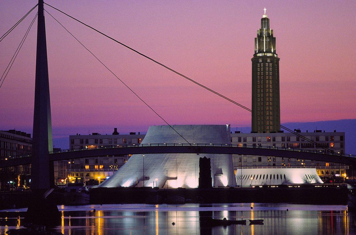 Le Havre bei Nacht - Vulkan und Kirche Saint Joseph