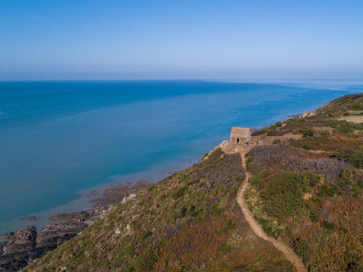 Cabane Vauban auf dem Küstenwanderweg GR223