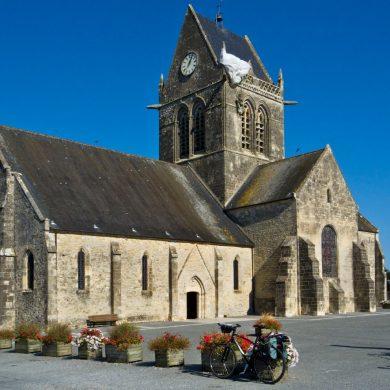 Der Fallschirmjäger auf dem Kirchendach