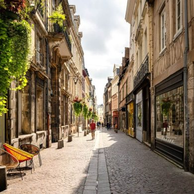 Die lebhaften Städte der Normandie: Rouen und Caen