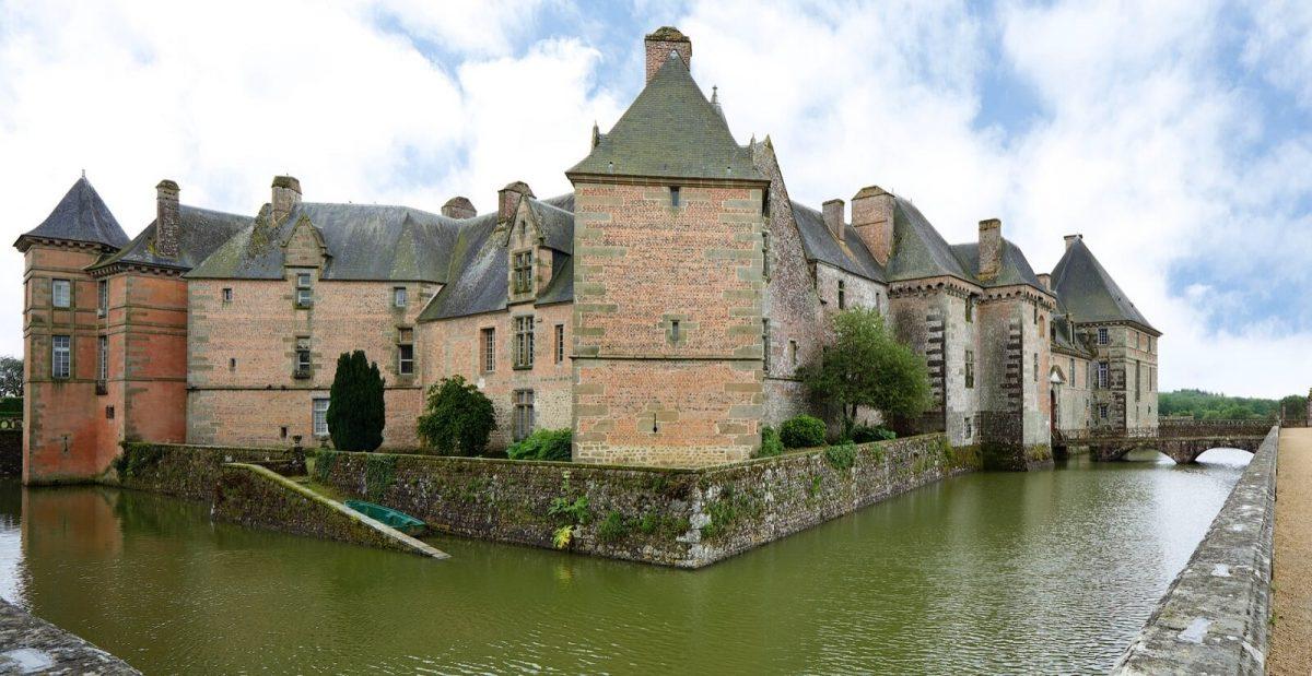 Schloss Carrouges mit Wassergraben