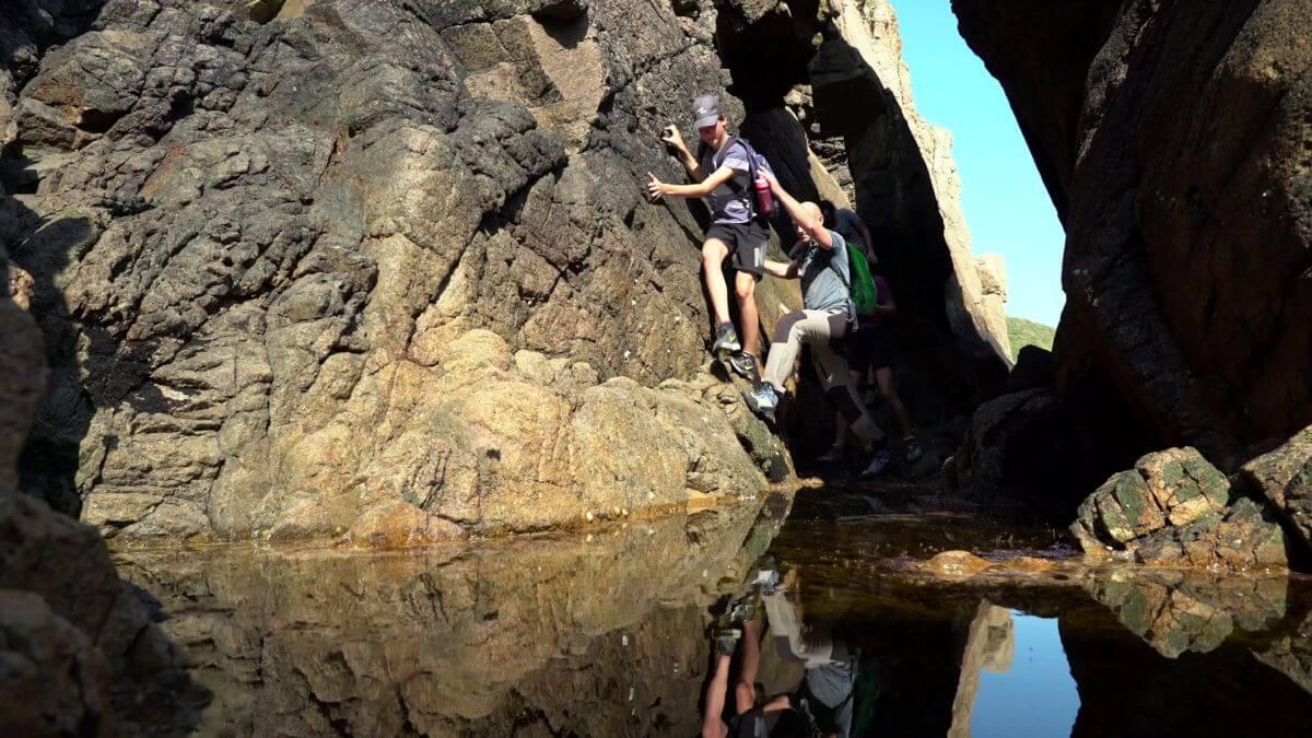 Sportliches Klettern in der Normandie