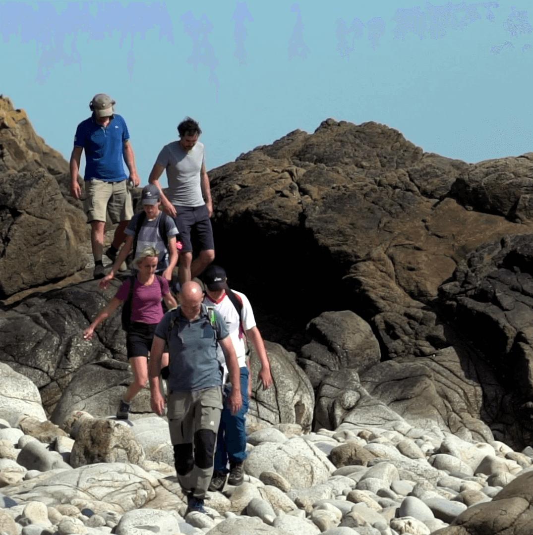 Küstenklettern auf den Felsen der Halbinsel Cotentin