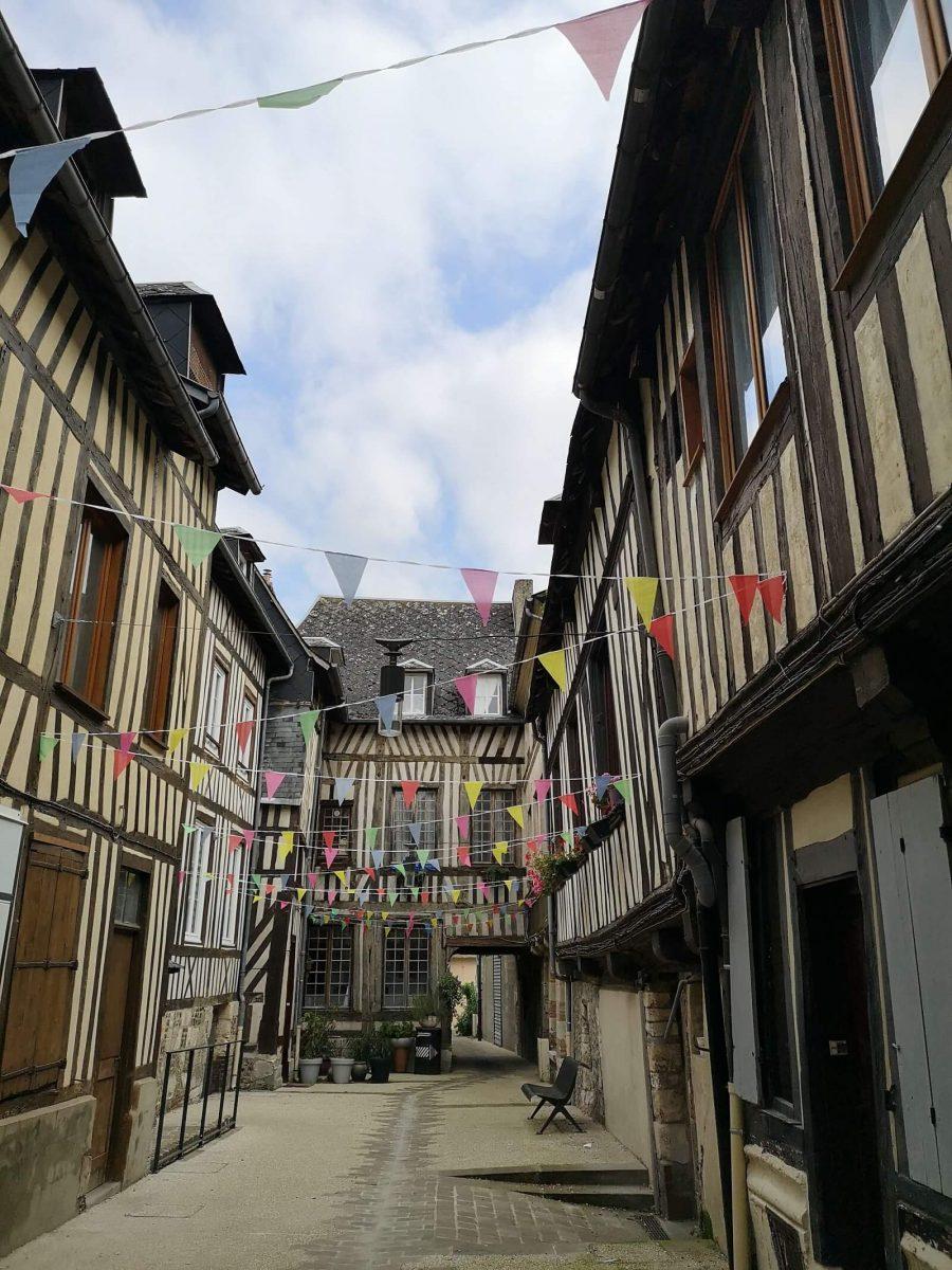 Fachwerk-Hinterhof in Pont-Audemer