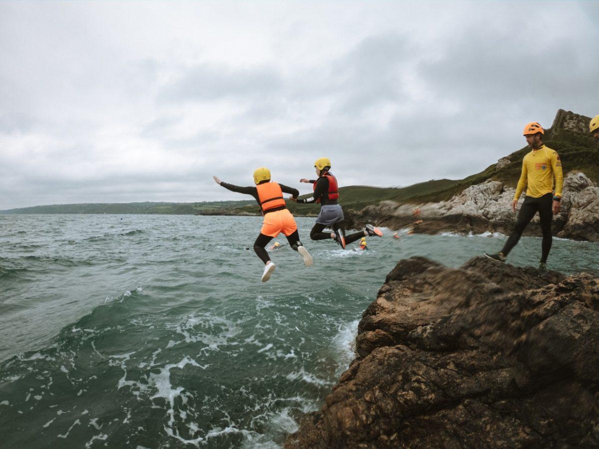 Coasteering auf der Halbinsel Cotentin